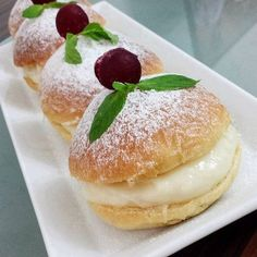 Delicious Desserts, Dessert Recipes, Pudding Cake, Street Food, Tart, Bakery, Deserts, Food And Drink, Sweets