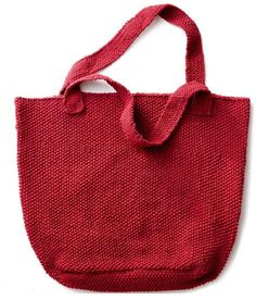 Strawberry Seed Knit Tote | Practice the seed stitch with this berry beautiful knit bag pattern.