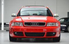 Een gloedjenieuwe Audi RS4 B5 te koop in Nederland