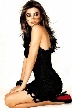 euvieira:  thatswhaticallsexy:  Penelope Cruz   …things! ♥♥♥