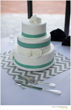 Tiffany blue and white wedding cake, simple and elegant. Grey and white chevron DIY mat