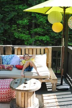 This time we are with this very easy and new DIY wooden pallet out door pallet garden furniture would built for you for your outdoor and indoor areas that's wooden pallet furniture make's your home so beautiful and gorgeous looking which make you out Outdoor Sofa, Outdoor Spaces, Outdoor Living, Outdoor Pallet, Pallet Sofa, Wood Sofa, Pallet Crafts, Diy Pallet Projects, Pallet Ideas