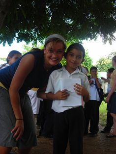 Volunteer and child, Costa Rica| Find opportunities to teach, travel and volunteer with www.frontiergap.com | #education