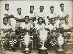 Black Stars (Ghana national football team) members in the pose with some of Ghana's successive international football trophies won Ghana National Football Team, Ghana Football, History Of Ghana, African History, African Art, Ghana Culture, Football Trophies, International Football, African Countries