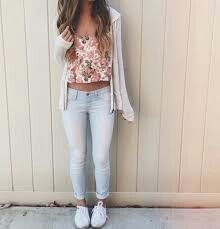 Floral crop top with distressed jeans, sneakers, and a cardigan for a cute outfit. This outfit is the perfect comfy outfit for running errands or going on an afternoon date. Cute Summer Outfits Tumblr, Cute Teen Outfits, Outfits For Teens, Fall Outfits, Casual Outfits, Teenage Outfits, Summer Crop Top Outfits, Spring School Outfits, Cute Teen Clothes