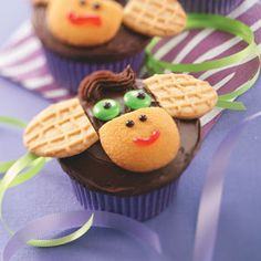 Monkey Cupcakes Recipe -Kids' eyes will light up when they see these cute jungle goodies. The cupcakes never fail to make my grandkids smile, and they're always a huge hit at bake sales. Creative Birthday Cakes, Creative Cakes, Cake Birthday, Birthday Parties, Eclair, Cupcake Recipes, Cupcake Cakes, Party Recipes, Monkey Cupcakes
