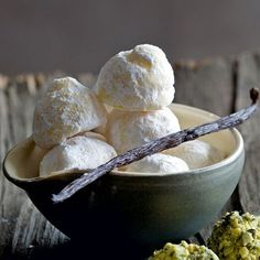 Diese Trüffel zeichnen sich durch das besonders feine Aroma aus - vanillig-schokoladig-gut! Bitte Zeit zum Festwerden einplanen!