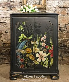 Fusion Mineral Paint Ash and Iron Orchid transfer Midnight Garden Vintage cabinet makeover with Fusion Mineral Paint and IOD Source by . Funky Painted Furniture, Refurbished Furniture, Paint Furniture, Shabby Chic Furniture, Furniture Projects, Furniture Makeover, Repurposed Furniture, Vintage Furniture, Furniture Decor