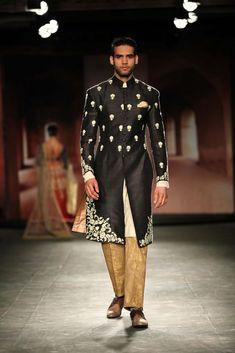 Anju Modi for Delhi couture week 2014. #perniaspopupshop #designer #AnjuModi #collection #label #love #coutureweek #Delhi #beautiful #gorgeous #glamour #appealing #divine #Indian #fashion #style