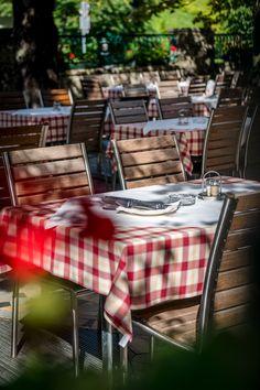 An schönen Sommertagen bietet der große Gastgarten des Braurestaurant IMLAUER viel Platz für unsere Gäste. Die schattigen Kastanienbäume sorgen dafür, dasss es nicht zu heiß wird.