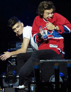 That ackward moment when you crush sits next to you .....  if feel you harry i feel you zayn is that goegeous