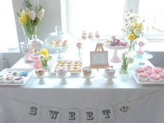 Our Spring pastel Candy Bar. Full of delicious macrons, cupcakes, cake pops, meringues, cookies and bonbons. Pastel Candy, Cake Pops, Cupcakes, Cookies, Bar, Table Decorations, Spring, Crack Crackers, Cupcake Cakes