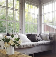 uploaded by cyndi Big Windows, Blinds For Windows, Window Blinds, Swedish Cottage, Red Houses, Simple Interior, Interior Decorating, Interior Design, Cafe Design