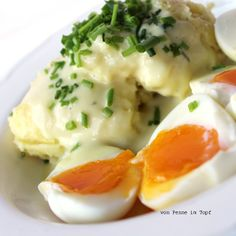 Eier in Senfsauce mit Kartoffelpüree; eggs in mustard sauce with mashed potatoes
