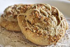 Το ταχίνι μπορεί να μας φέρνει στο μυαλό περιόδους νηστείας αλλά χάριν της υψηλής διατροφικής του αξίας, αξίζει να το δούμε με άλλο μάτι. Περιέχει φυτικές πρωτεΐνες υψηλής βιολογικής αξίας, βιταμίν… Tahini, Greek Recipes, My Recipes, Muffins, Greek Beauty, Cupcakes, Bagel, Biscuits, Ice Cream