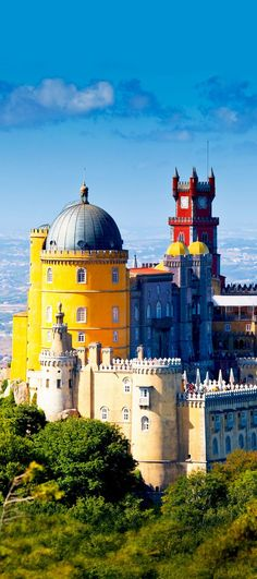 Pena National Palace in Sintra, Portugal (Palacio Nacional da Pena) | Amazing Photography Of Cities and Famous Landmarks From Around The World. Pin via http://a.tailwindapp.com/cbBTQ