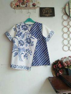 Batik Kebaya, Batik Dress, Kurti Neck Designs, Blouse Designs, Sewing Clothes, Diy Clothes, Blouse Batik Modern, Batik Blazer, Baby Dress Design