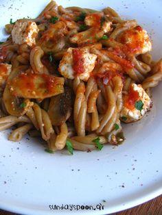 Μεσογειακά στριφτάρια με σάλτσα ντομάτας, μανιτάρια και φέτα • sundayspoon
