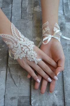 bridal accessories Vintage Weddings: 65 Ways to Drive Guests Crazy About You---vintage glamour wedding with lace gloves, elegant vintage wedding Bride Gloves, Wedding Gloves, Lace Cuffs, Lace Gloves, Fingerless Gloves, Ivory Wedding, Wedding Bride, Vintage Glamour Wedding, Vintage Weddings