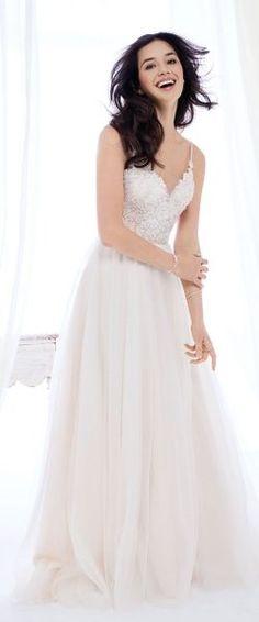 gefunden bei Happy Brautmoden Brautkleid elegant, elegantes Brautkleid, Kenneth Winston, Spitze, Spitzenkleid, edel, elegant, fließend, Rückenausschnitt, Hochzeitskleid, romantisch