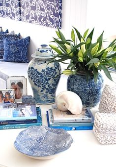 blue and white ginger jars Blue And White China, Blue China, Chinoiserie Chic, White Home Decor, White Rooms, Ginger Jars, White Houses, Decoration Table, Blue Nails