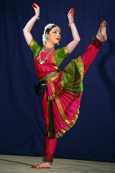 Myriam Sophia Lakshmi Quinio, known professionally as Paris Laxmi is a dancer and actress born in France and settled in Kerala, India Folk Dance, Dance Art, Dance Music, Isadora Duncan, Indian Music, Indian Art, Indian Classical Dance, Amazing India, Indian People