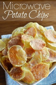 6 minutes to crisp microwave potato chips. No special tools required. [Just brilliant, Keva xo]. Microwave Potato Chips, Microwave Recipes, Microwave Meals, Appetizer Recipes, Snack Recipes, Cooking Recipes, Appetizers, Healthy Snacks, Healthy Recipes