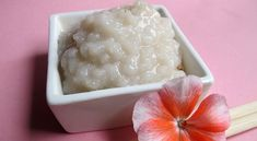 En Japón, el arroz no sólo es uno de los principales alimentos, pero también a menudo es utilizado como componente para la fabricación de productos cosméticos. Con el fin de mantener la piel de la cara en condiciones ideales, las mujeres japonesas usan un sistema especial de cuidado de la piel – el uso de …