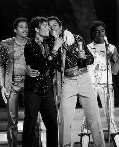 Michael Jackson - Motown 25: Yesterday, Today, Forever - 1983 - Photo 3