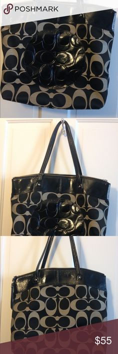 Coach purse Authentic coach purse. Lightly used. In great condition. Black in color, the lining is also black. Great, large bag! If other details are needed please ask. Coach Bags Shoulder Bags