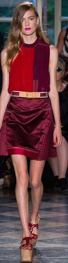 39 photos of Aquilano.Rimondi at Milan Fashion Week Spring Ivy Fashion, Runway Fashion, Fashion Show, Milan Fashion, 2016 Fashion Trends, Fashion Week 2015, Couture 2015, Glamour, Feminine Style