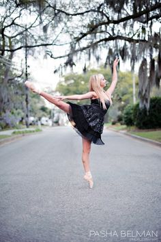 Senior Picture Ideas for Girls. Ballerina  www.pashabelman.com