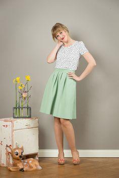 Zartes, knielanges Sommerkleid, Mode / pretty green and white summer dress made by Jekyll und Kleid via DaWanda.com