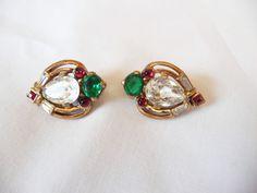 1930s CROWN TRIFARI Philippe Jewels of India Glass & Rhinestone Gold Earrings #CROWNTRIFARI #Clipon