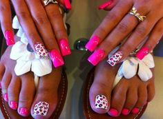 Leopard accent nails