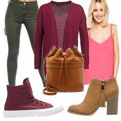 Cardigan color vino, canotta rosa scuro, jeans verde, Converse che richiama il colore del cardigan, oppure tronchetto color cuoio chiaro, e per finire borsa a secchiello, look casual adatto per tutti i giorni!
