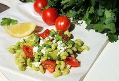 bunter Nudelsalat mit Pesto