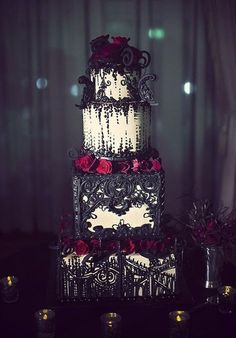 Dark and vintage, this cake has a black and white scheme highlighted with deep red flowers. Such a lot of piping work!
