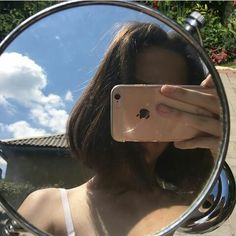 Image in girl. collection by حُ ، on We Heart It - Mirror Ideas Aesthetic Hair, Aesthetic Photo, Aesthetic Pictures, Girl Photography Poses, Tumblr Photography, Selfi Tumblr, Girls Mirror, Cute Korean Girl, Instagram Pose