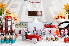 Adriana Gaspar e Marcela Castro Table Lamp, Home Decor, Pixar, Party Ideas, Running Strollers, Hot Wheels Birthday, Ideas Para Fiestas, Toddler Girls, Meet