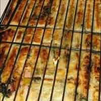 Bbq Pie / Kwaai Braai Paai recipe: You can add or omit ingredients to taste. Braai Recipes, My Recipes, Cooking Recipes, Recipies, Oven Recipes, Bacon Stuffed Mushrooms, Stuffed Peppers, Braai Pie, Kos