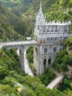 las lajas cathedral, colombia. Why didnt anybody tell me of this incredibly cool castle ! Man!