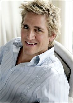 <3 Curtis Stone. He's cute, he is a chef, he has pretty eyes. And he has a lovely accent. How can you not love him?