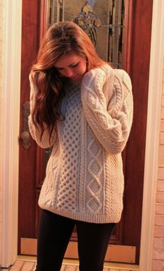 Looks like an irish sweater! Fall Winter Outfits, Autumn Winter Fashion, Winter Clothes, Vogue, Look Chic, Mode Style, Look Fashion, Fall Fashion, Passion For Fashion