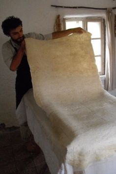 This is how we make large pieces of felt – now  DECEMBER 12, 2012 BY ROLAND Wet felting, and within that preparing large pieces of felt, has...