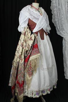 INDUMENTARIA TRADICIONAL. European Dress, Europe Fashion, Regional, Ballet, Inspiration, Dresses, Folklore, Shandy, Petticoats