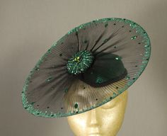Emerald Green Cotoure Fasinator Hat by WoodlandGlassVintage Notice pleated crin use as brim. Race Day Fashion, Halloween Hats, Green Hats, Fancy Hats, Diy Hat, Costume Shop, Love Hat, Vintage Couture, Horse Hair