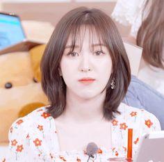 Wendy Red Velvet, Red Velvet Irene, Medium Hair Styles, Curly Hair Styles, Hair Gif, Korean Short Hair, Shot Hair Styles, Velvet Hair, Dream Hair