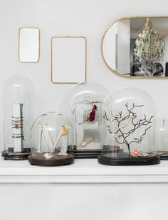 Jewelry display > http://www.rtbf.be/tendance/deco-design/detail_tendance-deco-le-globe-de-verre?id=8378268