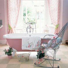 une vue dune baignoire rose - Salle De Bain Baignoire Rose